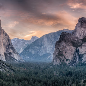 Sunrise at Tunnel View by Ferruccio Galbiati - Landscapes Mountains & Hills ( tunnel view, nature, yosemite, california, landscape, travel photography )