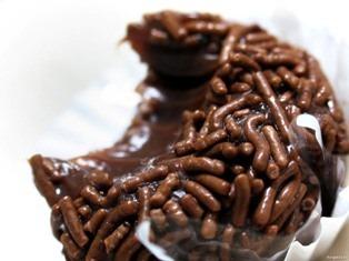 Chocolate é bom para a saúde - Estudo vincula consumo de chocolate a redução de 30% em doenças cardíacas - brigadeiro