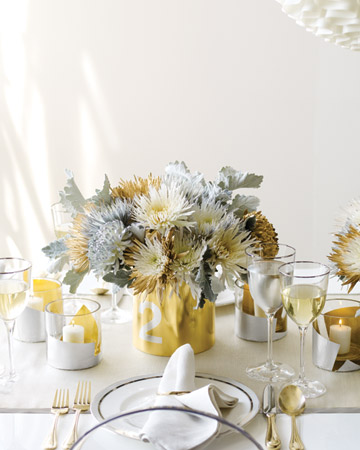 To take the metallic theme further, we created a wedding shining centerpiece for the issue and show.