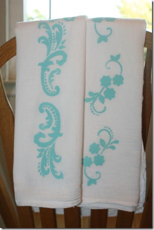 Stenciling Flour Sack Dish Towels (25)