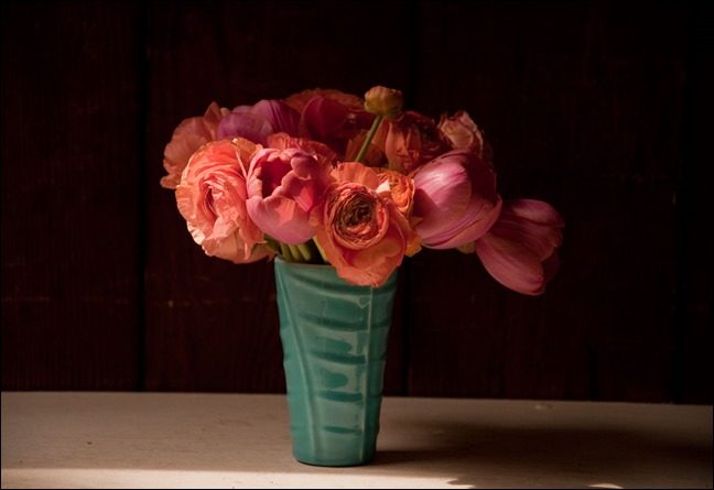 Peach-Ranunculus-and-Coral-Tulips blossom alliance