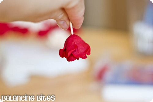 How to make small gumpaste roses (5)