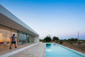Casa-minimalista-con-piscina
