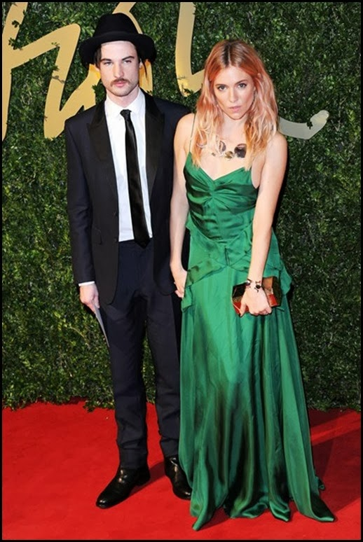 tom-sturridge-sienna-miller-bfa-vogue-2dec13-getty_b_426x639
