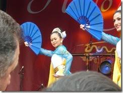 12 indonesian dancers