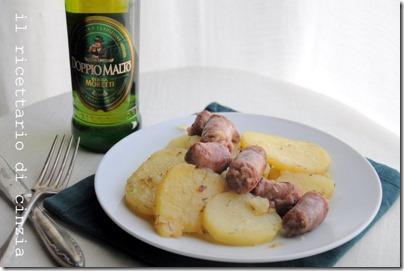 salsiccia e patate saltate con birra e rosmarino…