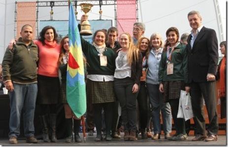 Ganadoras-del-primer-puesto-junto-al-ministro-Oporto-463x309