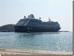 20140226_Quest docked Huatulco (Small)