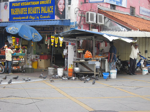 Food cart in Little India with cheap and fantastic samosas.