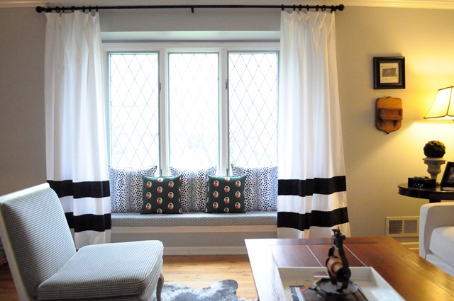 window seat with cushion and pillows