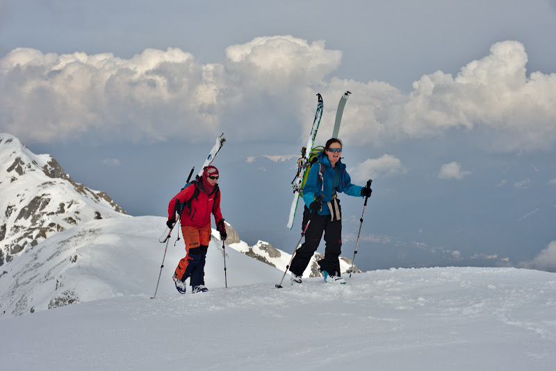 Mai luam si schiurile in spate.
