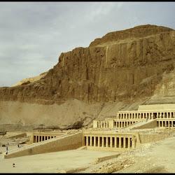 25 - Semiespeo de la reina Hatsepsut en Deir-el-Badari