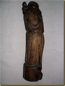 Patung dewa bumi - belakang