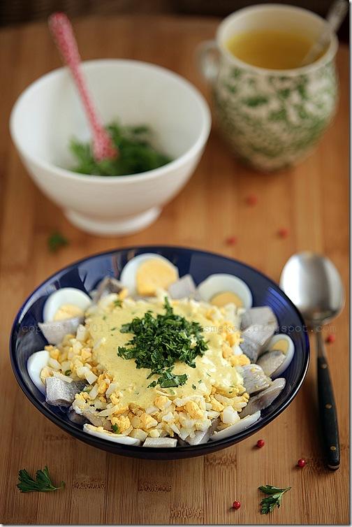 Marynowane śledzie w sosie curry z jajkiem i ... (1)