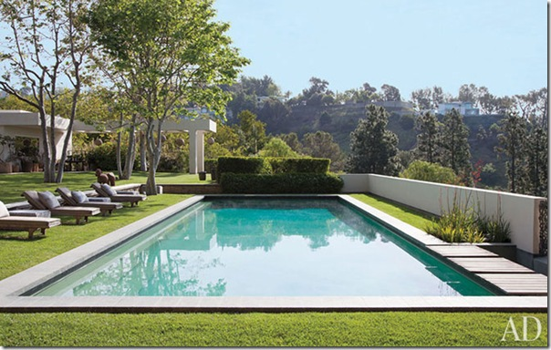 ellen-degeneres-portia-de-rossi-beverly-hills-home-17-pool