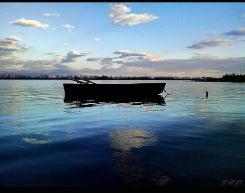 15. Bote en el mar