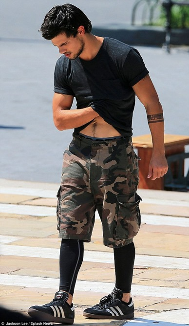 Taylor-Lautner-Sighting-on-Set-of-Tracers-02