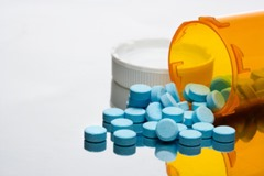 prescription-bottle-with-pills_low