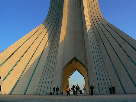 Things to see in Teheran: Azadi tower