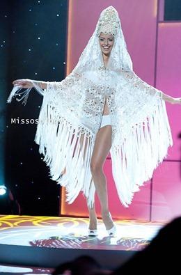 miss-uni-2011-costumes-35