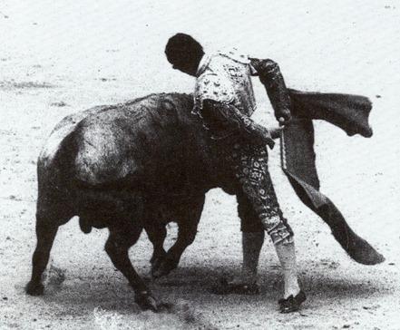 Serranito cambio de muleta por la espalda 001