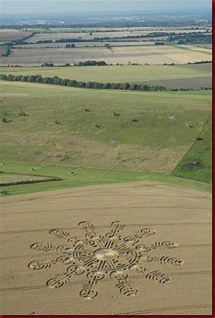 Crop circle di Ogbourne Down, Wiltshire. Inggris
