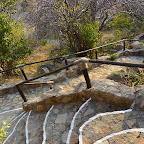 Ruaha River Lodge, zahlreiche Stufen verbinden die Gebäude © Foto: Ulrike Pârvu | Outback Africa Erlebnisreisen