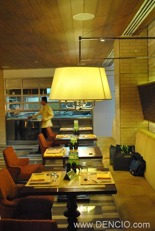 Cafe Ilang Ilang Buffet Manila Hotel 003