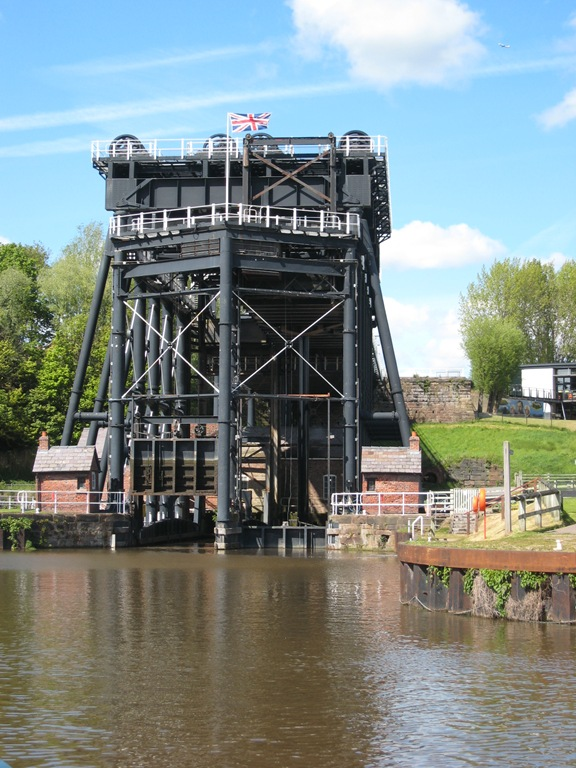 May 2012 trent and mersey canal 170