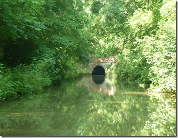 approaching saddington tunnel in the shade