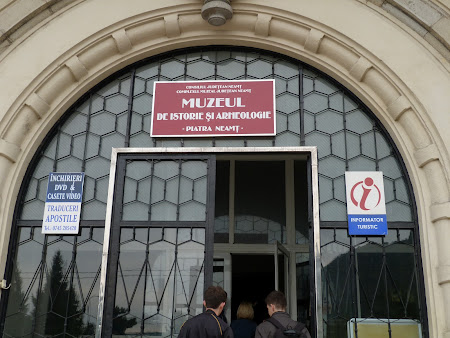 Obiective turistice Neamt: intrare Muzeul de Istorie
