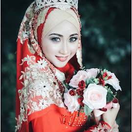 brides in reds by Bro Zack - Wedding Bride