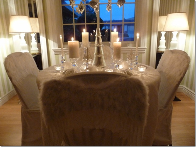 Christmas dining room 2011 angel wings 031 (800x600)