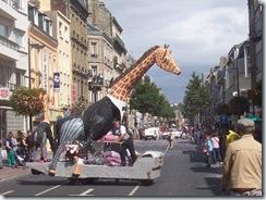 2008.08.17-001 girafe canon à confettis