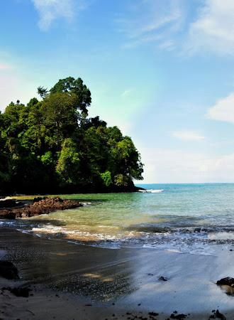 Obiective turistice Costa Rica: Plaja in Parcul National Manuel Antonio