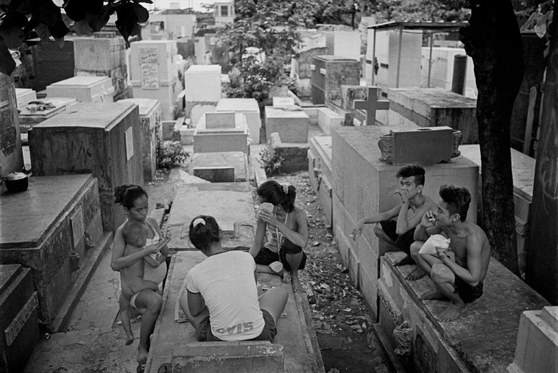 manila-cemetery-14%25255B2%25255D - The Living Residents of Manila's North Cemetery: An Inspiring Pictorial - Weird and Extreme