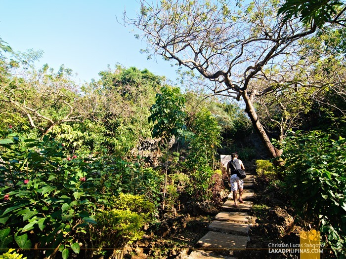 The Short Walk to Bolinao's Wonderful Cave