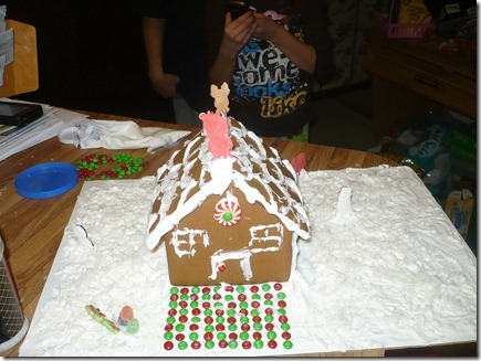 Gingerbreadhouse12-19-11d