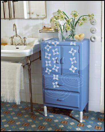 meuble-peinture-fleurs-bleu