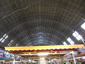 una de las naves del mercado central de Riga