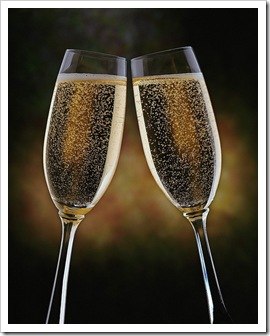 chamagne glasses toast