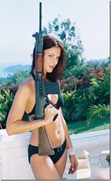 hot-women-guns-27