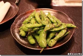 台南-花川日本料理。這「毛豆」一人一小盤,應該是贈送的?因為我沒有看到明細,所以也不敢肯定。