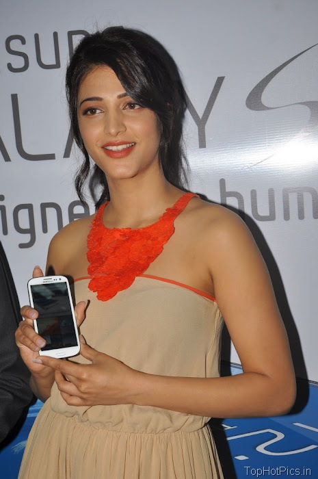Shruti Hassan Hot Pics from Mobile Launch Event 2