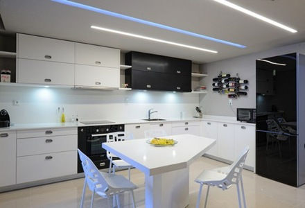 Departamento con estilo minimalista que incorpora for Disenos de departamentos minimalistas