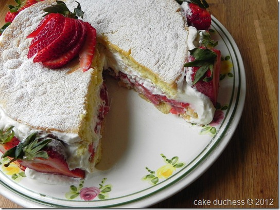 summer-strawberry-cake-2