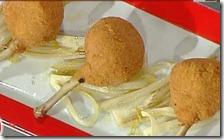 Fettuccine bicolori con asparagi e stracchino