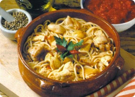 Zuppa di spaghetti con pollo alla maremmana