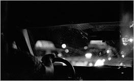 [dirigindo à noite]