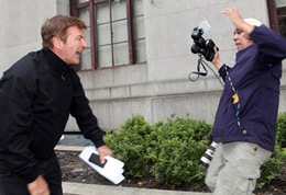 Alec Baldwin Arguing With Paparazoo